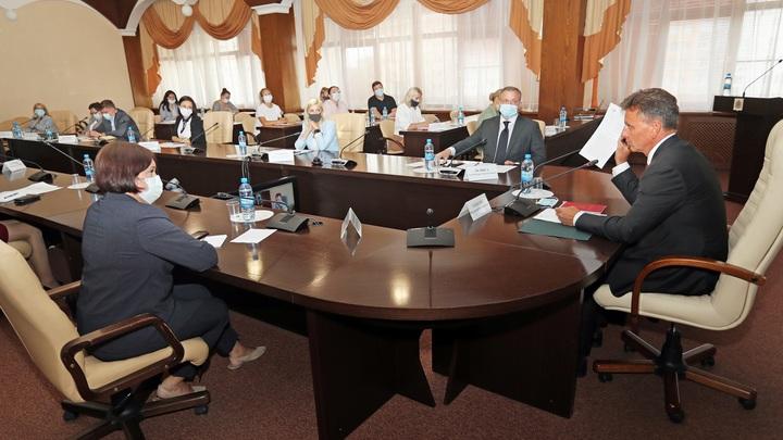 Губернатор Владимир Сипягин пообещал отменить QR-коды в отелях и раскритиковал своего зама Ремигу