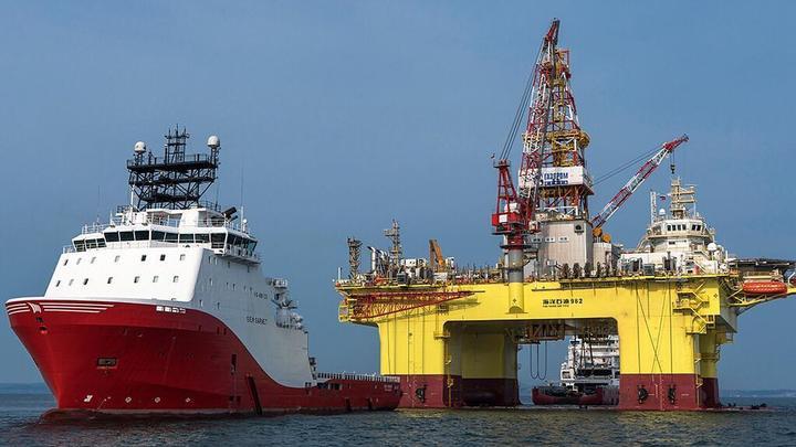 Борьба за рынок нефти в разгаре. Политолог рассказал, с чем выйдет из неё Россия