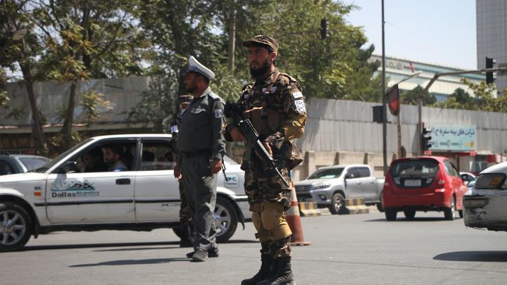 Избавились от армии США, а теперь и от символов: Талибы* начали зачистку Кабула
