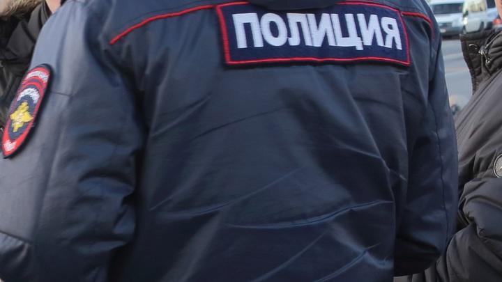 Вооруженный мужчина открыл огонь по полицейским в Казани - видео