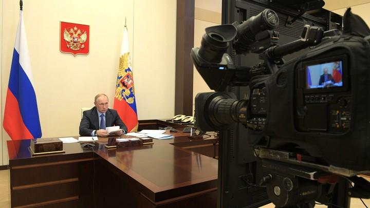 Кто больше всех волновался на совещании у Путина: Источники гадают по графинам