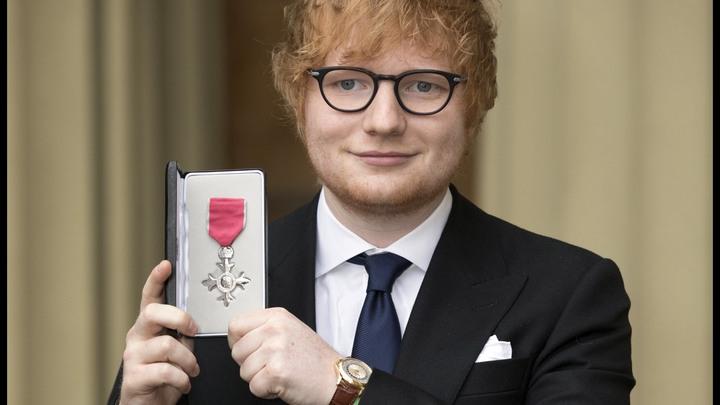 Поп-музыкант Эд Ширан получил орден Британской империи и напросился на свадьбу принца Гарри