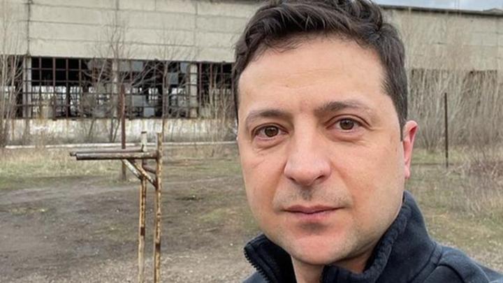 До промки шесть километров, брехло!: Украинцы разоблачили перформанс Зеленского в Донбассе