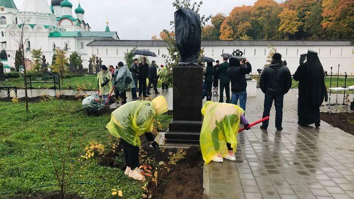 В Печёрском монастыре Нижнего Новгорода высадили 1300 деревьев