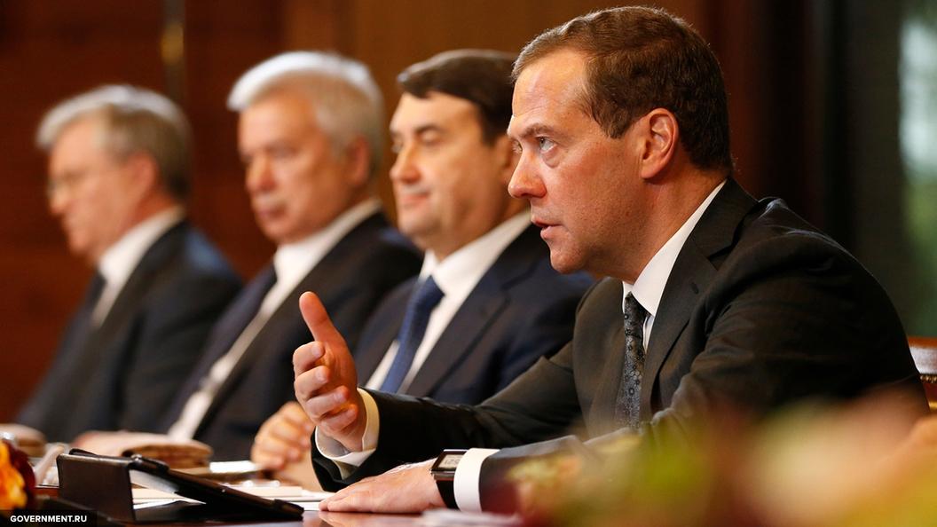 Медведев: вследующем году в РФ выполнена только половина госпрограмм