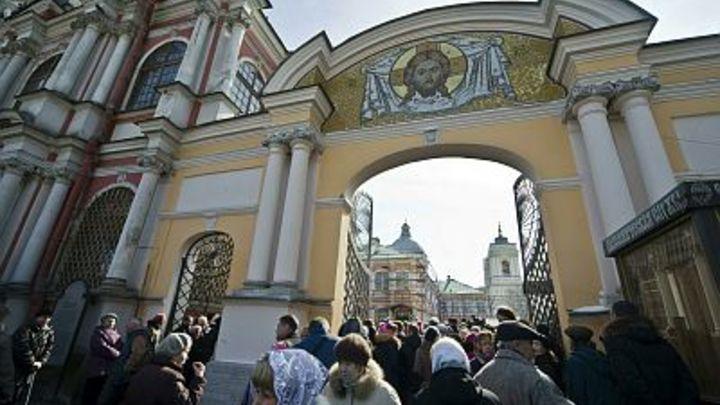 Александро-Невская лавра не закроет двери перед верующими - епископ Назарий