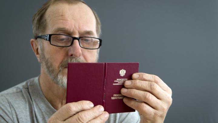 Пенсионеры - в нищете. Подполковник ФСБ пришёл к депутатам, чтобы защитить других - не себя