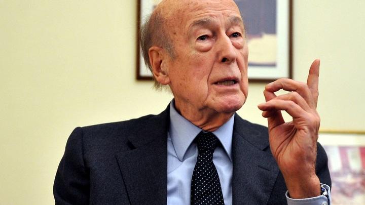 Смерть экс-президента Франции списали на COVID