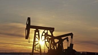 Цены на нефть снизились в преддверии выхода отчета API по запасам в США