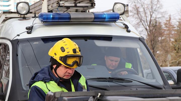В Кемерове спасатели вытащили из погреба мужчину с помощью альпинистского снаряжения