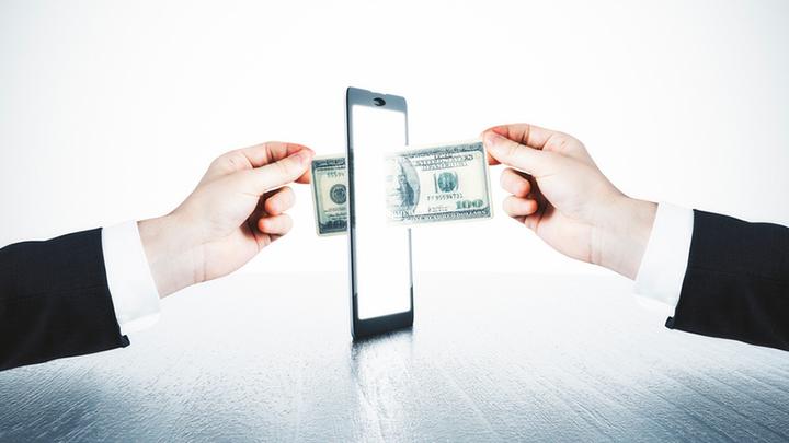 Правда о «зарплатном рабстве»: Зачем Центробанк придумал «получку по телефону»