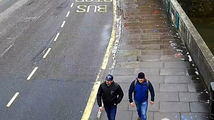 Найдите 10 отличий: Российское посольство затроллило Лондон из-за фотографий «отравителей» из Солсбери