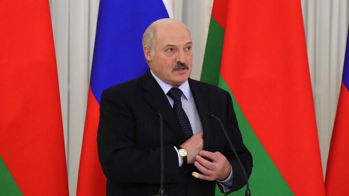 Лукашенко обещал бороться за русский язык