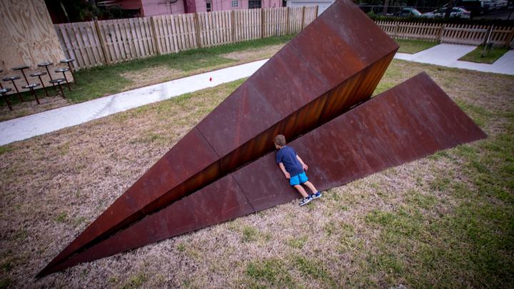 Илону Маску не снилось: В США оторвался от земли самый большой в мире бумажный самолет - видео
