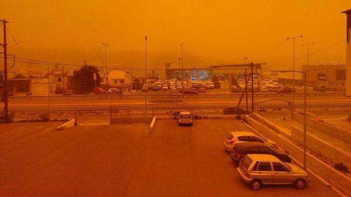 В Ростовскую область пришла песчаная буря