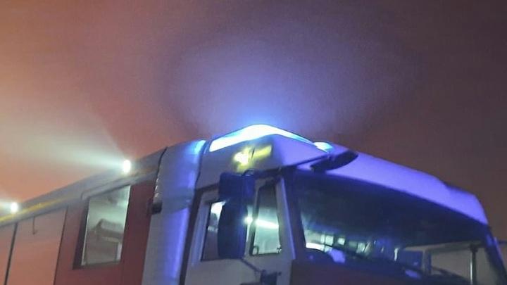 В Москве горит общежитие Военного университета: Огнём объяты верхние этажи, сто человек эвакуированы