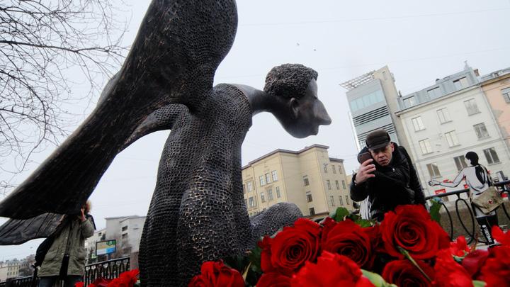 Чиновники оправдались за многократное открытие скульптуры «Печального ангела»