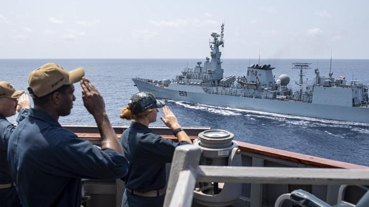 Эсминец США в Чёрном море русские встретили по традиции