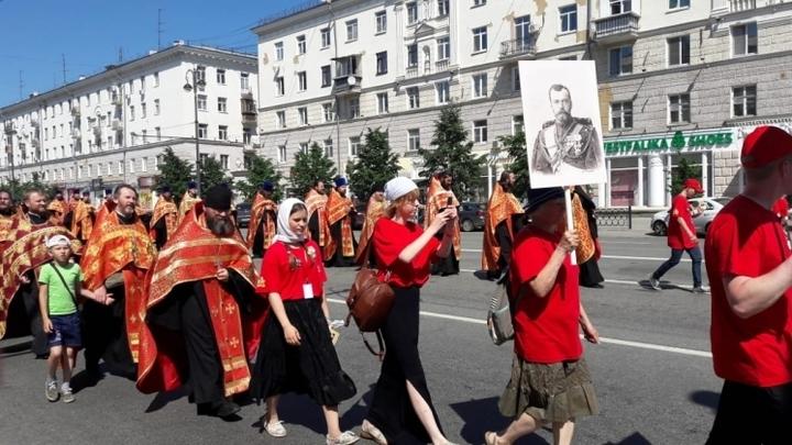 Время обязывает: В Екатеринбурге прошел малый Крестный ход по последнему маршруту Николая II