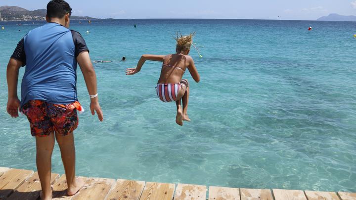 Главное - напугать зрителя: В Норвегии устроили чемпионат по неправильным прыжкам в воду - видео