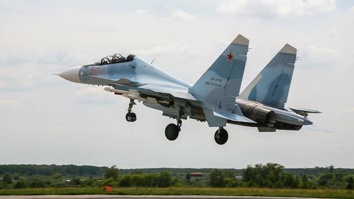 Американец испугался и не смог повторить трюк Су-30СМ: Провал ВВС США сняли на видео