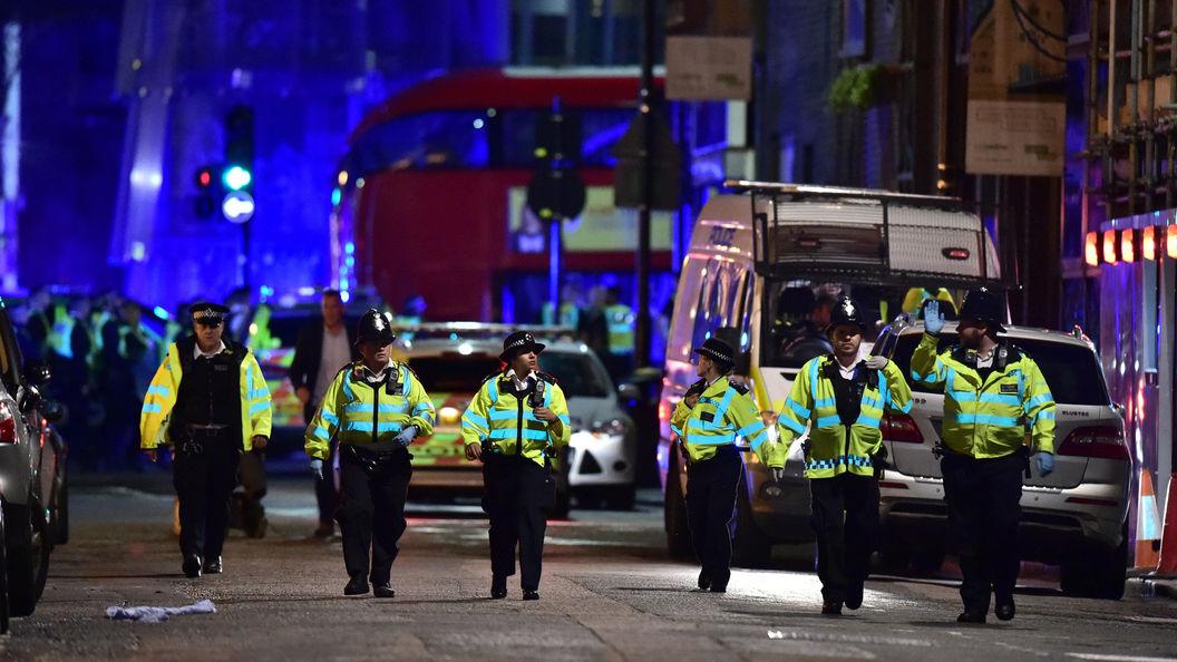 Опасность сохраняется: Полиция продолжает дежурить у Лондон-бридж и Боро-маркет