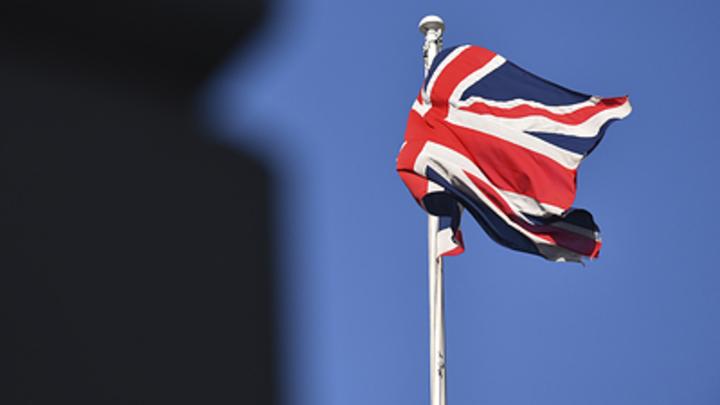 Британских дипломатов выпроводили из Москвы аплодисментами