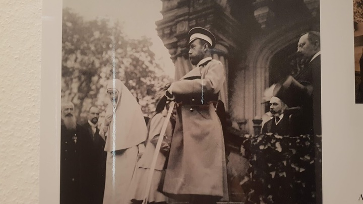 Последняя фотография царя в Дармштадта. Николай II спускается по ступеням русской капеллы. Фото из архива Евгений Криницына