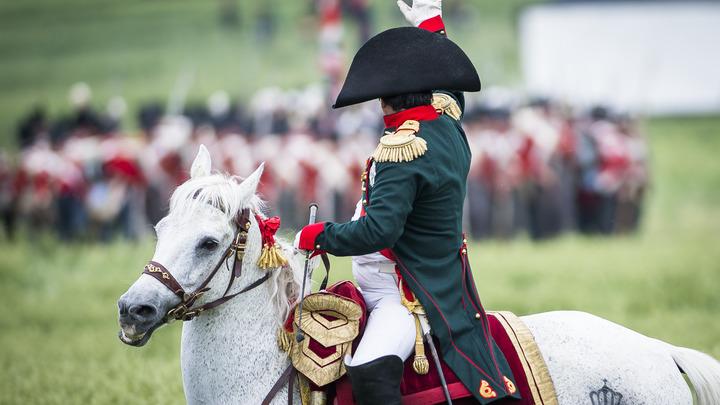 Наполеон проиграл при Ватерлоо из-за извержения вулкана - британские ученые