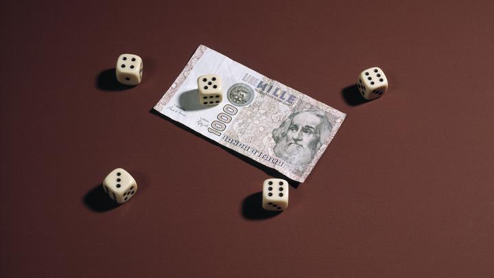 Итальянец не может обменять миллиардное наследство на настоящие деньги