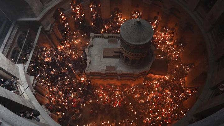 Онлайн-трансляция схождения Благодатного огня - 2019. Видео