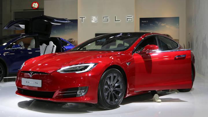 Мне нужны твоя одежда, ботинки и мотоцикл: Автопилот Tesla сравнили с роботом-убийцей