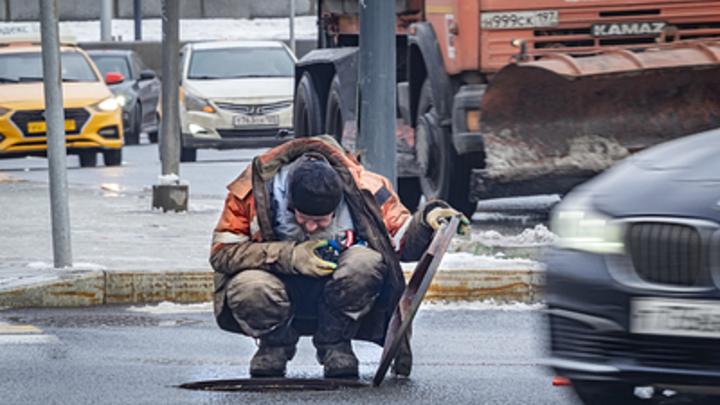 Очередная коммунальная авария в Новосибирске: В домах нет воды, а на дорогах потоп