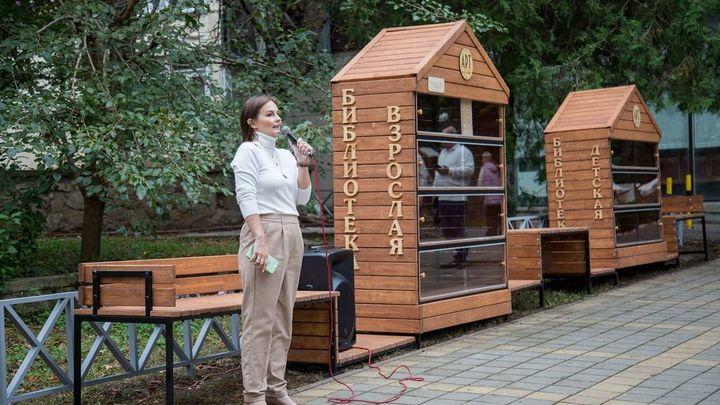В Анапе открыли первую библиотеку под открытым небом