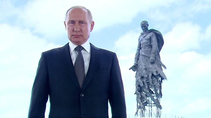 Не изменяя традиции: Путин отдал свой голос на голосовании по поправкам