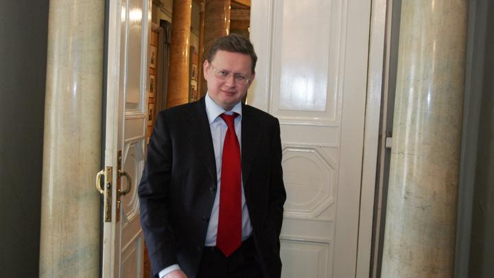 «Что у Медведева на уме - у Вострецова на языке»: Делягин о том, почему людей с высшим образованием отправляют работать малярами