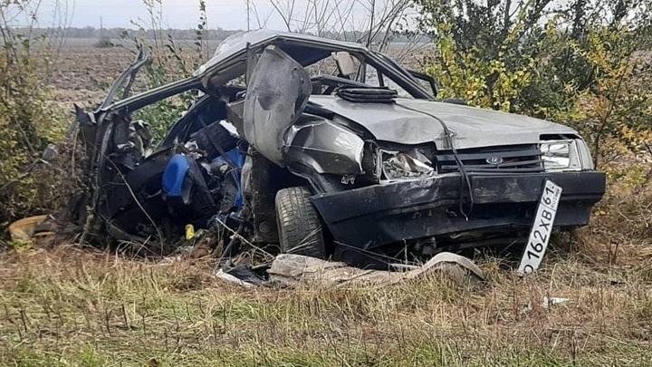 На трассе в Ростовской области погибли три сына автомобилистки на Жигулях