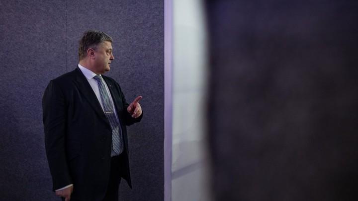 Только на галерку: Откосившего от допроса следователей Порошенко не ждали в Европарламенте