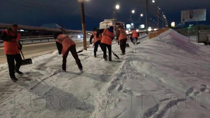 В Кургане после уборки снега возобновят укладку асфальта