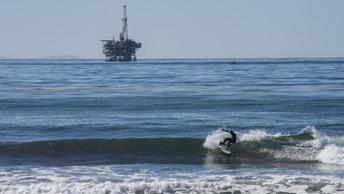 Александров: Через несколько лет на рынке нефти возникнет избыточное предложение
