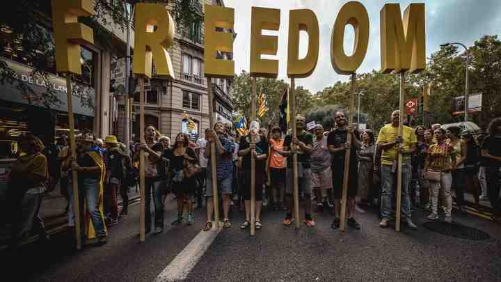 Протесты в Барселоне обернулись посягательством на здание парламента Каталонии