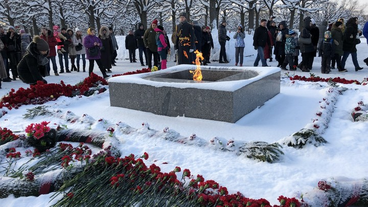 Погасят весь свет: В день снятия блокады в Петербурге проведут 900 дней и ночей и зажгут Свечу памяти