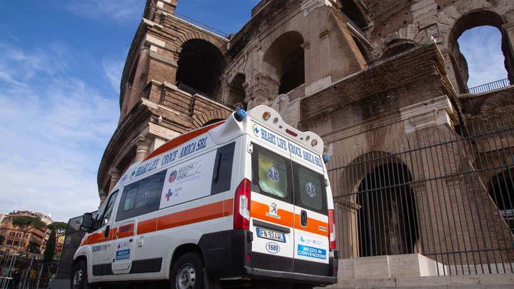 Жизни итальянских медиков оказались под угрозой: Мафия пообещала убивать за сирены