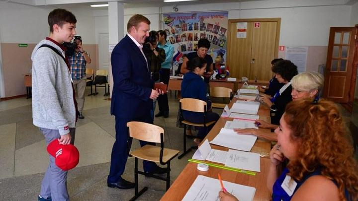 Коммунисты пообещали законно оспаривать результаты выборов и вывели людей на митинг во Владивостоке
