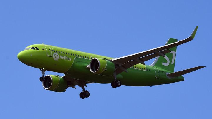 Посадка почти вслепую: Пилот показал, что стало с самолётом S7 после грозы и града