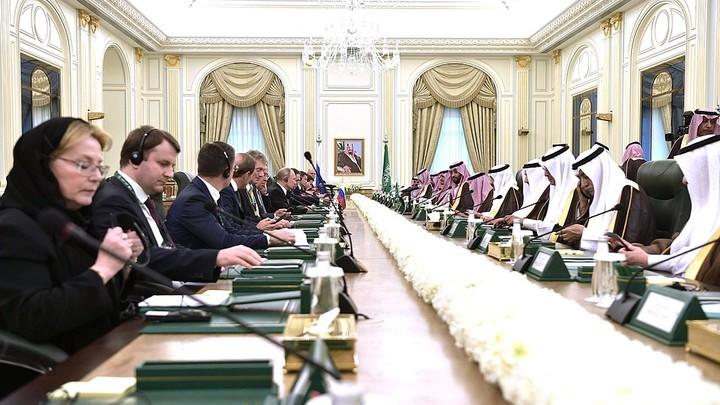 Облачившаяся во все черное Скворцова нарушила позволение саудовского принца