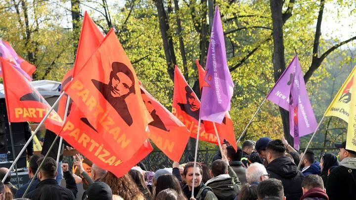 В немецком Дюссельдорфе курдская демонстрация набросилась на полицию