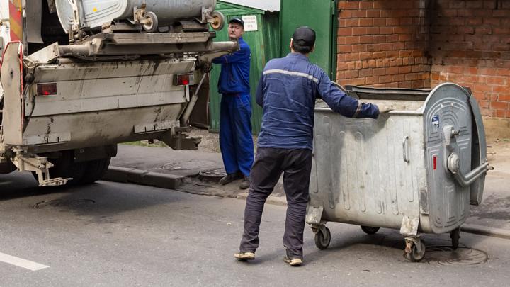 Подмосковным пенсионерам старше 80 лет не надо будет платить за вывоз мусора