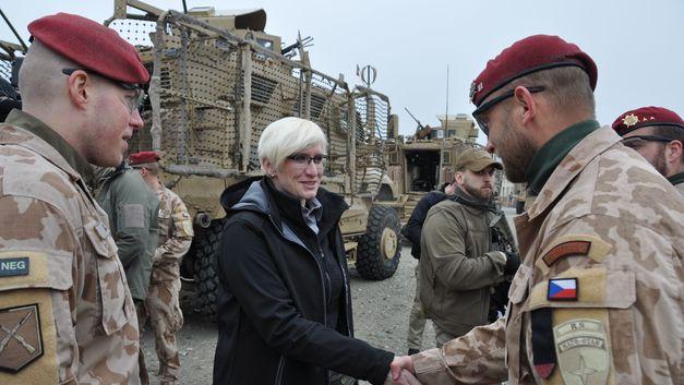 Министр обороны Чехии сообщила об отставке