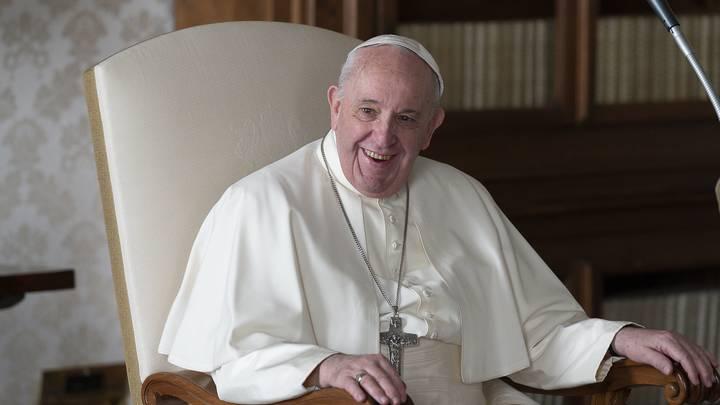 Папа римский тоже любит фотомоделей? Ватикан начал расследование после лайка понтифика в Instagram